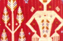 Lau Sarung Merah Koleksi Museum Nasional Indonesia (Katun, Panjang 143 cm, Lebar 125 cm, Sumba, Nusa Tenggara Timur) (Sumber: Museum Treasures of Southeast Asia )